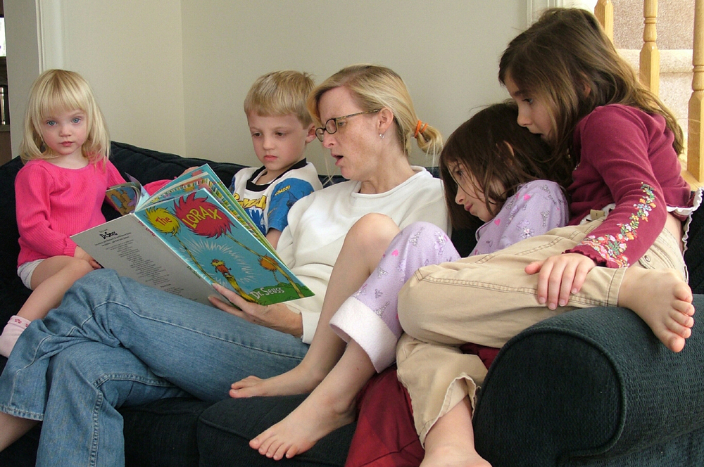 mother-reading-a-book-to-children-1438086-1279x848