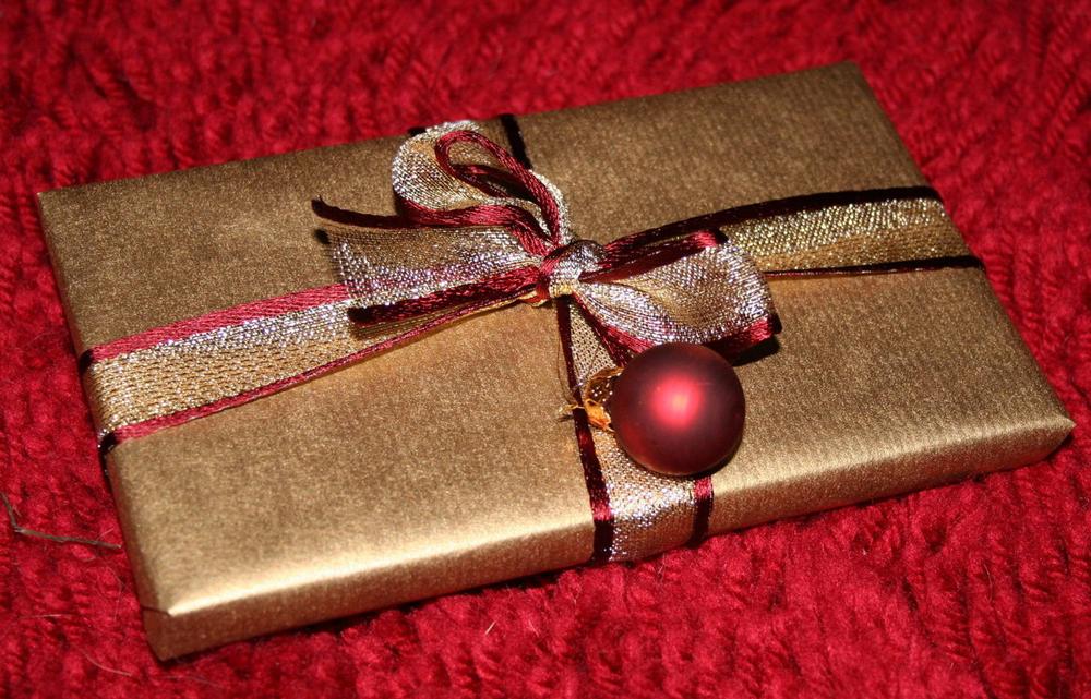 christmas-present-1443606-1279x819