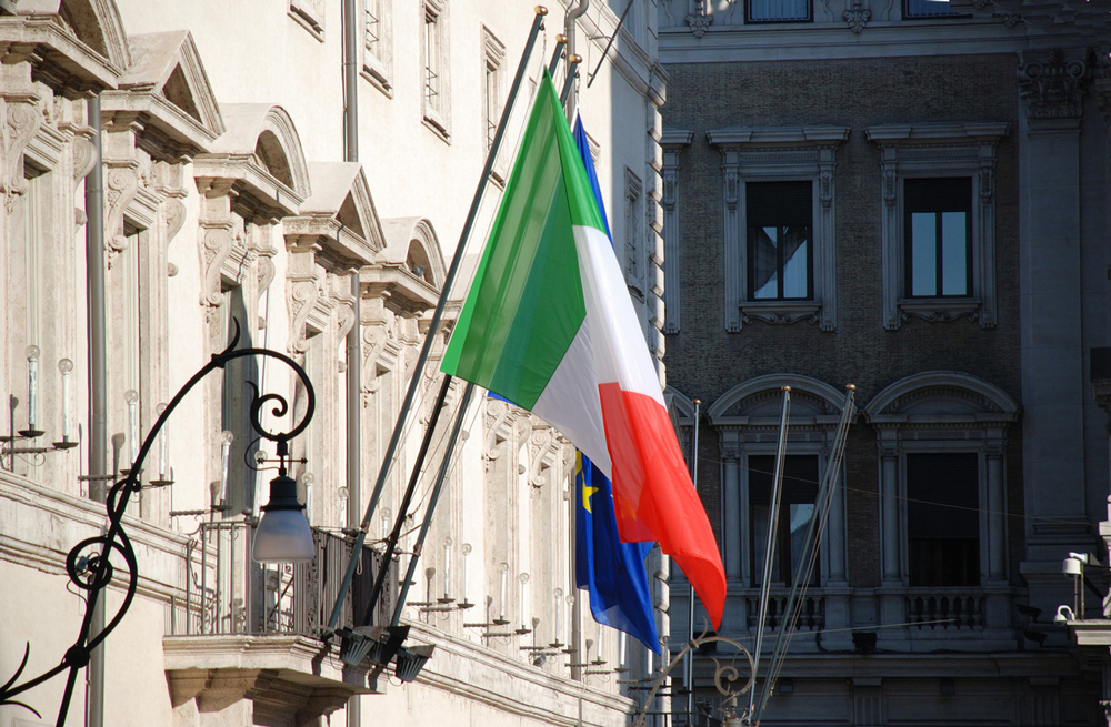 italian-flag-1415967-1279x838
