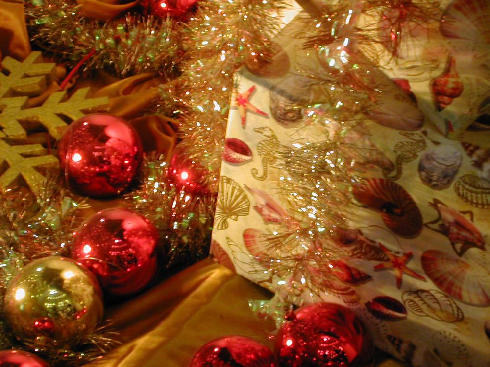 presents-under-the-tree-1427448-1280x960